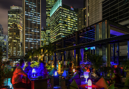 HI SO Rooftop Pool Bar. Hotel party venue, corporate event venue, venues for small parties. Rooftop bars Singapore
